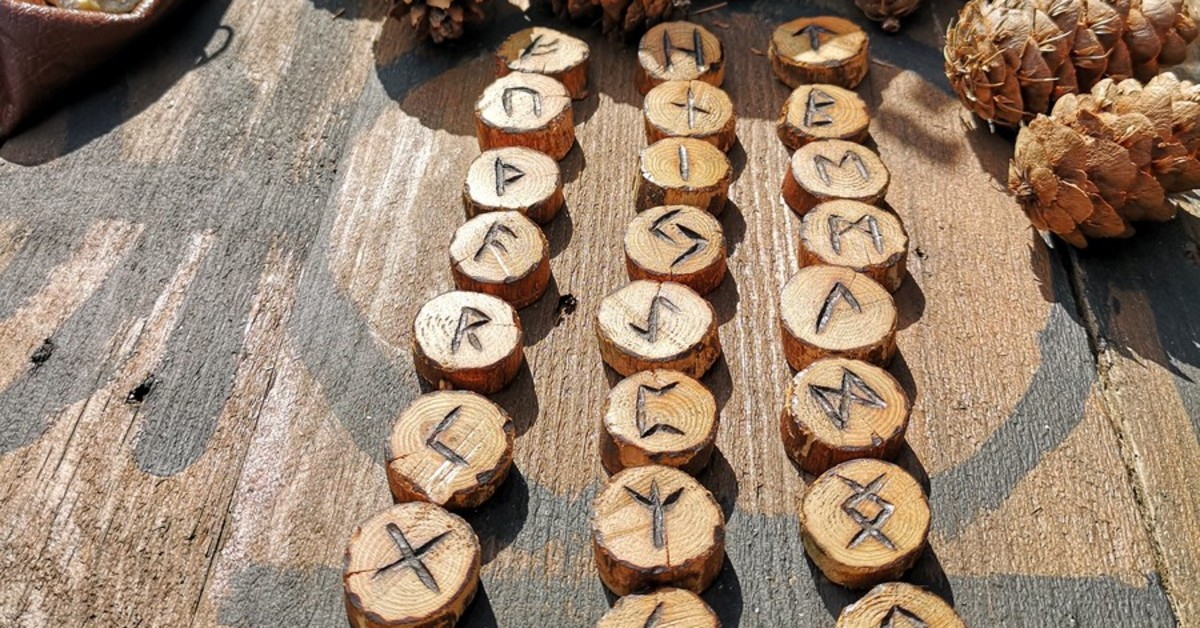 Wooden Runes with Leather Pouch